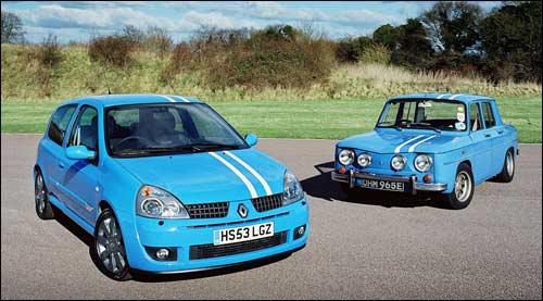 Легендарная раллийная машина Renault 8 Gordini 70-х годов передает эстафету современным моделям