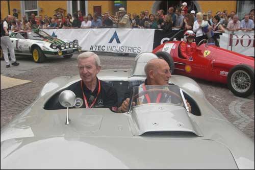 Тони Брукс (слева) поныне пребывает в добром здравии и охотно участвует в исторических мероприятиях. Как, впрочем, и Стирлинг Мосс (справа)