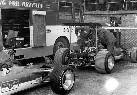 Lotus 49B с двигателем Cosworth в Сильверстоуне, 1969 год