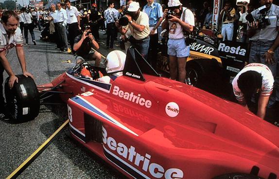 Алан Джонс на машине Haas Lola на Гран При Италии 1985 года