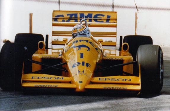 Действующий чемпион Нельсон Пике за рулём Lotus на Гран При Детройта 1988 года