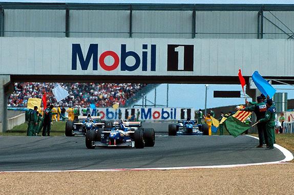 Деймон Хилл после победы на Гран При Франции 1996 года