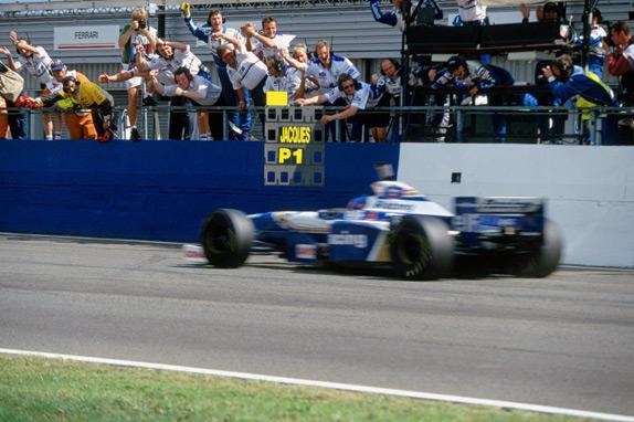 Жак Вильнёв выигрывает Гран При Великобритании 1996 года. Фото Williams