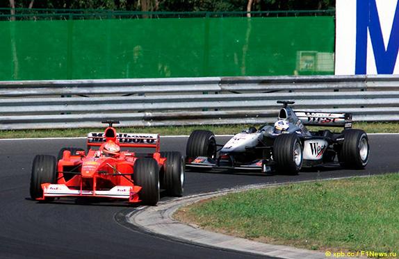 Дэвид Култхард преследует Михаэля Шумахера на Гран При Венгрии 2000 года