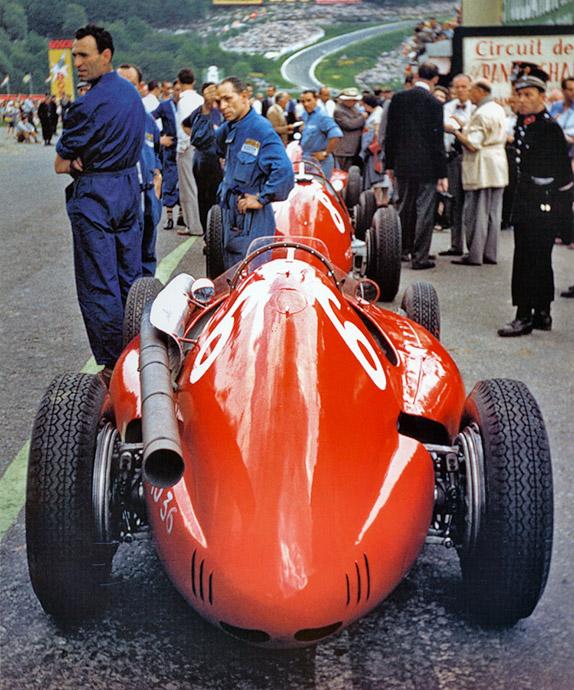 Машины Ferrari Хосе-Фройлана Гонсалеса и Мориса Трентиньяна на Гран При Бельгии 1954 года