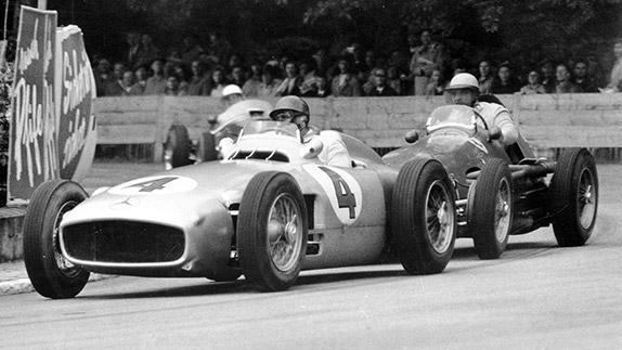 Хуан-Мануэль Фанхио и Хосе-Фройлан Гонсалес после старта Гран При Швейцарии 1954