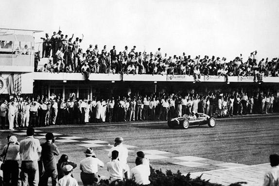Стирлинг Мосс выигрывает Гран При Аргентины 1958 года