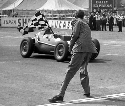 Питер Коллинз выигрывает Гран При Великобритании 1958 года