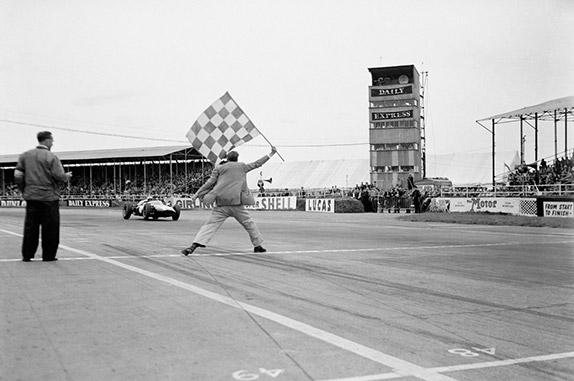 Финиш Джека Брэбэма на Гран При Великобритании 1960 года