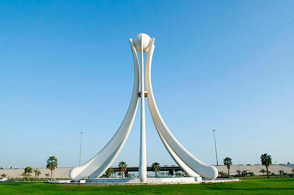 Жемчужный монумент в Бахрейне. В 2011 году он был снесён властями, так как превратился в символ протестов.