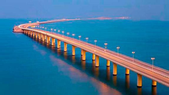 Мост, связывающий Бахрейн с Саудовской Аравией