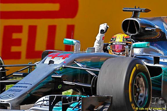 Хэмилтон— лучший на 2-ой тренировке Гран-при Испании, Сироткин— 20-й