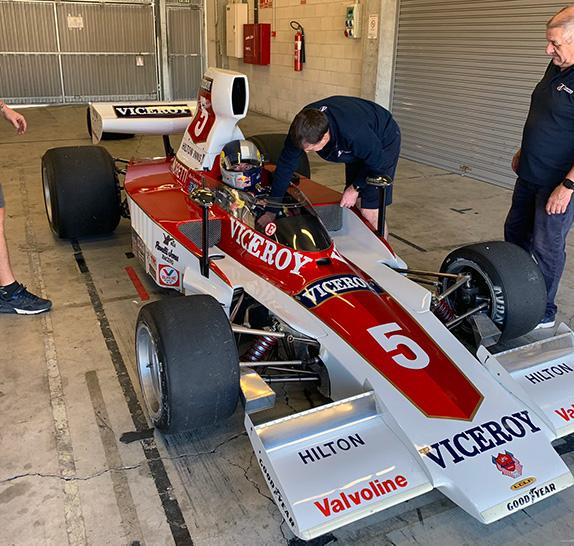 Карлос Сайнс-старший за рулём Lola T332