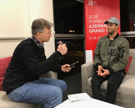 Даниэль Риккардо во время интервью F1News.ru, фото Оксаны Косаченко