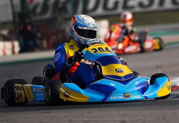 Фернандо Алонсо по-прежнему с удовольствием принимает участие в картинговых гонках