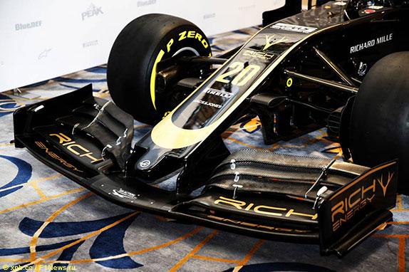 Переднее крыло машины Haas, соответствующее техническому регламенту 2019 года