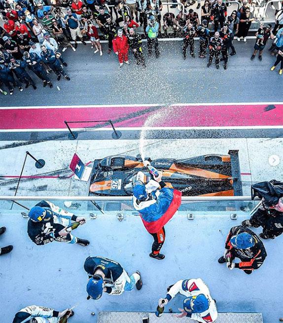 Роман Русинов на подиуме в Австралии вместе с напарниками по команде G-Drive и призёрами гонки