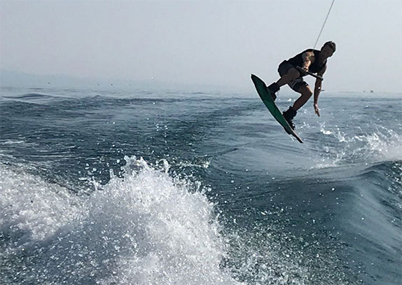 Роман Грожан предпочитает водные лыжи