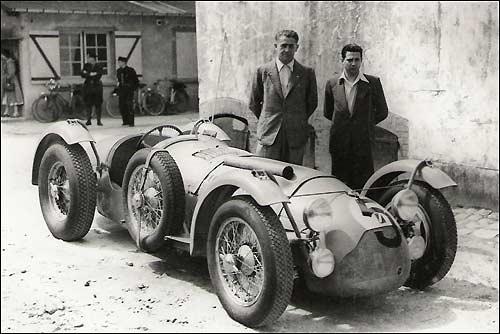 """Триумфаторы """"24 часов Ле-Мана"""" 1950 года - Луи Розье, его сын  Жан-Луи и Talbot-Lago T26C"""
