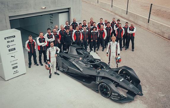 Нил Яни и Брендон Хартли на тестах машины Формулы E вместе с командой Porsche