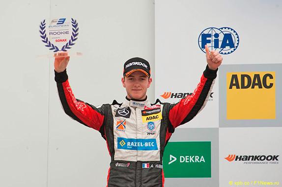 Антуан Юбер на подиуме в европейской Формуле 3