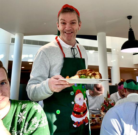 Джеймс Эллисон на рождественском обеде в Брэкли