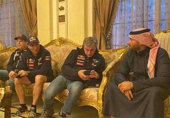 Гонщики MINI Стефан Петрансель и Карлос Сайнс в гостях у соперника, выступающего на Toyota