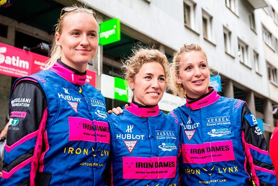 Женский экипаж Kessel Racing: Мишель Гаттинг, Рахель Фрай и Мануэла Гостнер