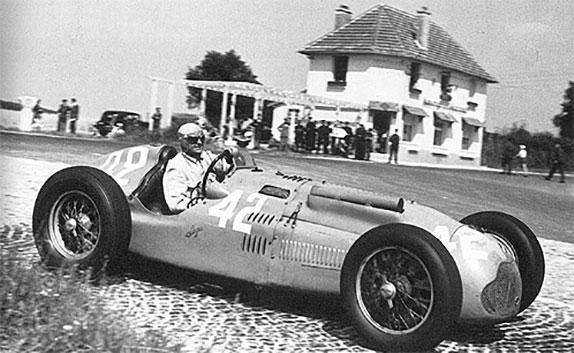 Луи Широн за рулём Talbot Lago на трассе Гран При Франции, 1951 год