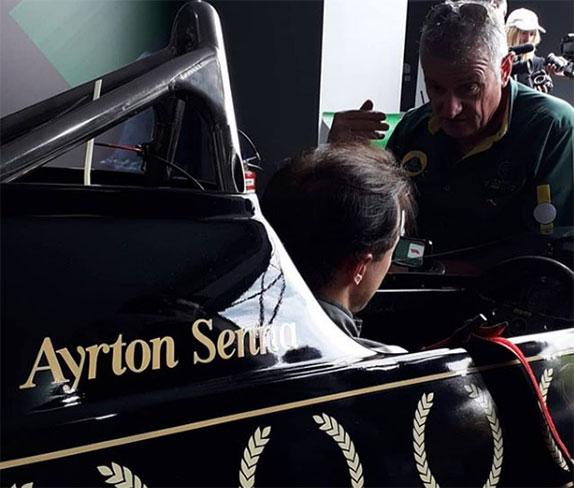 Фелипе Масса в кокпите исторической машины Lotus Айртона Сенны