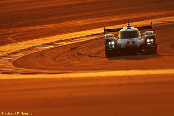 Porsche Хартли/Бернхарда/Бамбера на трассе в Бахрейне