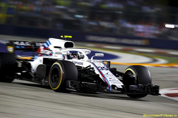 Сергей Сироткин за рулём Williams FW41 на трассе в Сингапуре