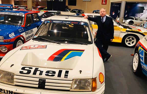 Жан Тодт у раллийного автомобиля Peugeot 205 Turbo 16, созданного под его руководтством