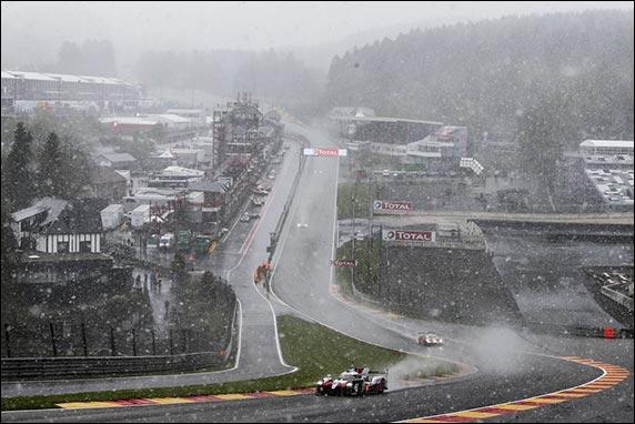 Снег во время гонки в Спа