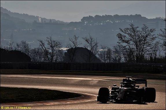 Карлос Сайнс за рулём McLaren