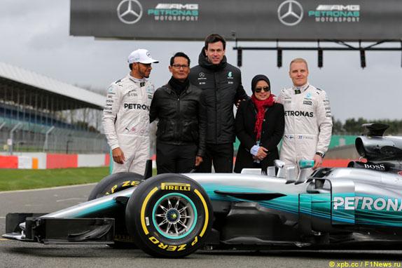 Презентация Mercedes AMG W08 EQ Power+