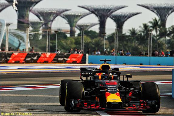 Хэмилтон одержал победу квалификацию Гран-при Сингапура, Сироткин— предпоследний