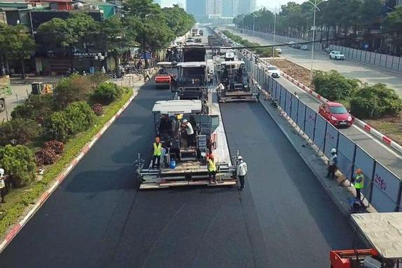 Укладка асфальта на вьетнамской трассе