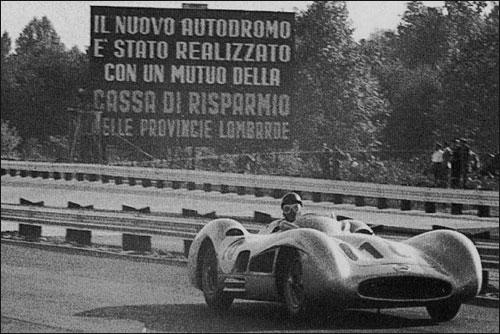 Победитель Гран При Италии 1955 года Хуан-Мануэль Фанхио
