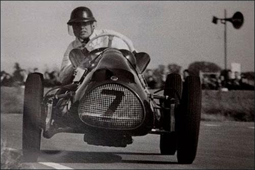 В 1952 году Майк одержал четыре победы в британских гонках, выступая на Cooper T20