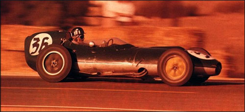 Грэм Хилл за рулем Lotus 16 на Гран При Португалии 1959 года