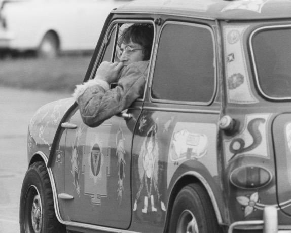 Джон Леннон за рулём Radford Mini, фото пресс-службы BMW
