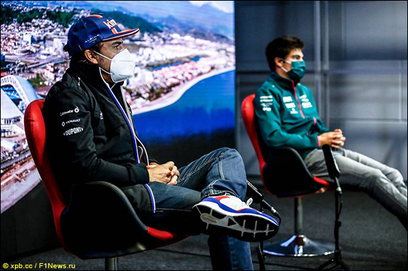 Фернандо Алонсо (Alpine) и Лэнс Стролл (Aston Martin)