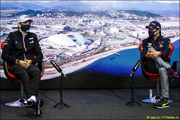 Эстебан Окон (Alpine) и Серхио Перес (Red Bull)