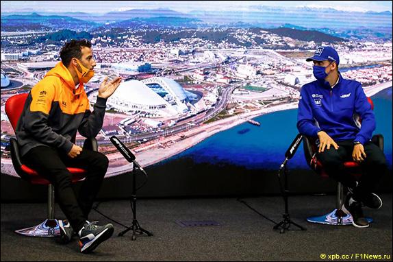 Даниэль Риккардо (McLaren) и Мик Шумахер (Haas)
