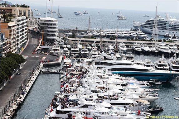Льюис Хэмилтон напоул-позиции Гран При Монако, Даниил Квят