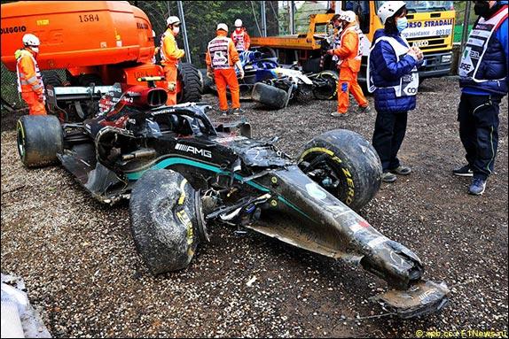Машина Валттери Боттаса после аварии