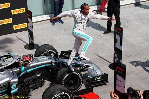 Льюис Хэмилтон выиграл Гран При Канады, одержав 78 победу в карьере, пятую в сезоне – и уже седьмую в Монреале, повторив рекорд Михаэля Шумахера