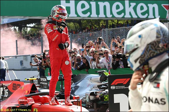 Шарль Леклер выиграл гонку в Монце, одержав вторую победу подряд и опередив Себастьяна Феттеля в личном зачёте