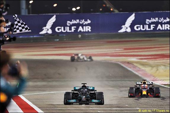 Льюис Хэмилтон выиграл Гран При Бахрейна, одержав 96-ю победу в карьере